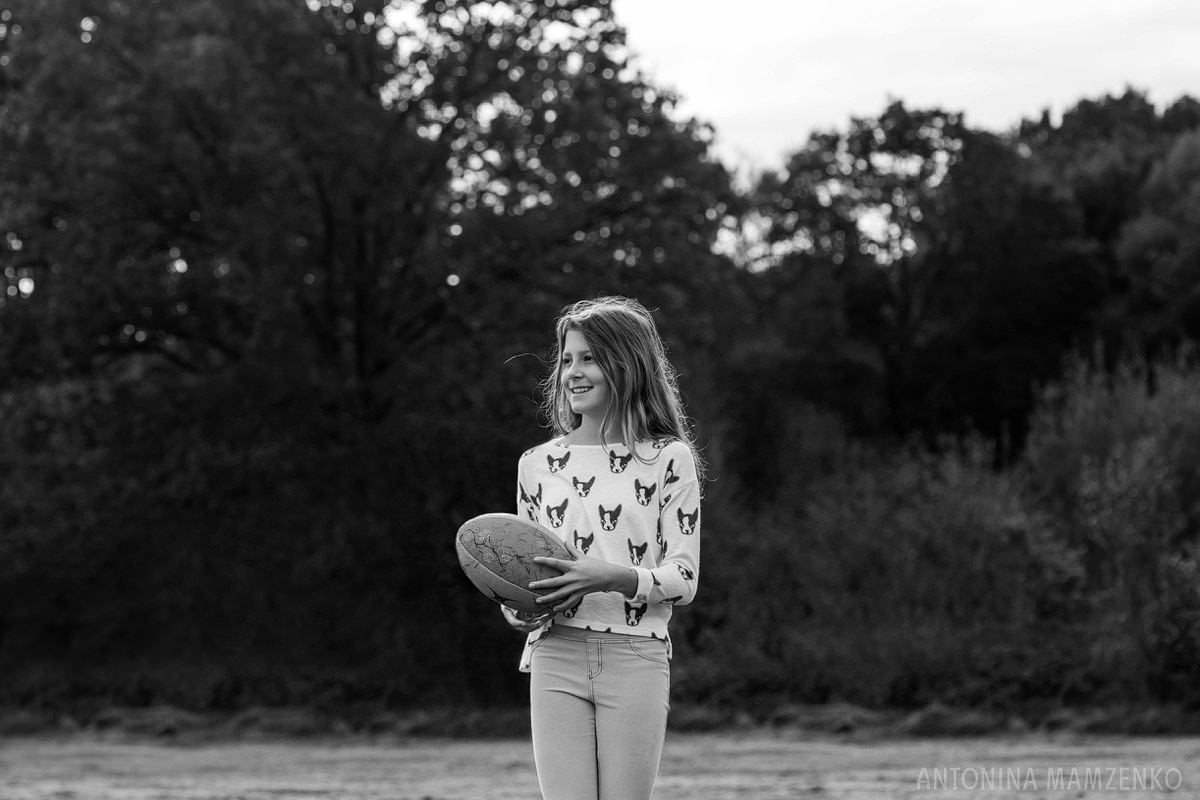 esher-family-photos-at-home-and-playing-rugby_0008