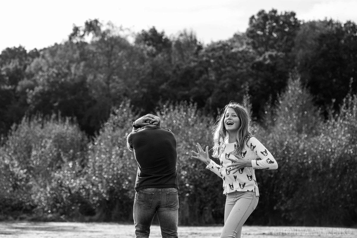 esher-family-photos-at-home-and-playing-rugby_0009
