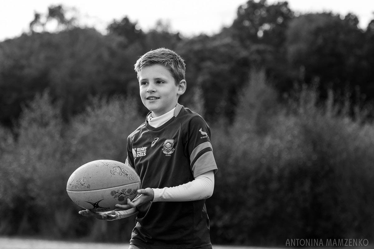 esher-family-photos-at-home-and-playing-rugby_0012