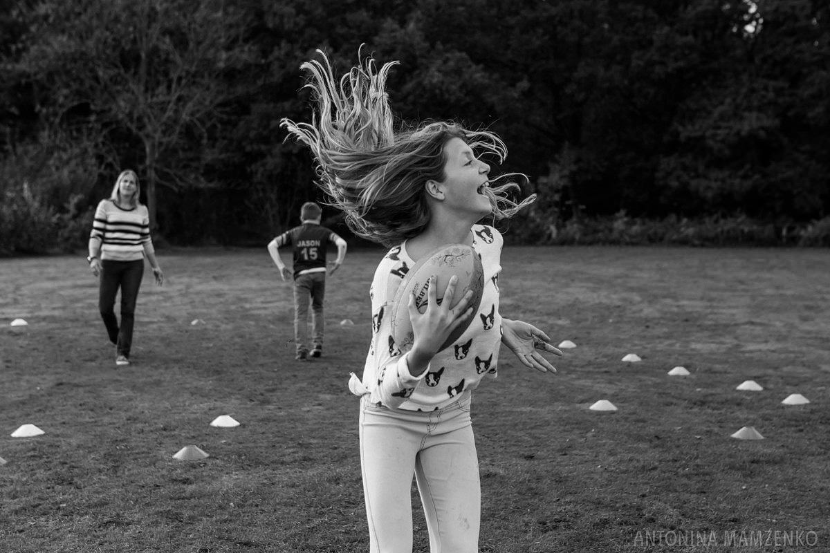 esher-family-photos-at-home-and-playing-rugby_0015