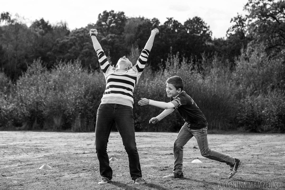 esher-family-photos-at-home-and-playing-rugby_0016