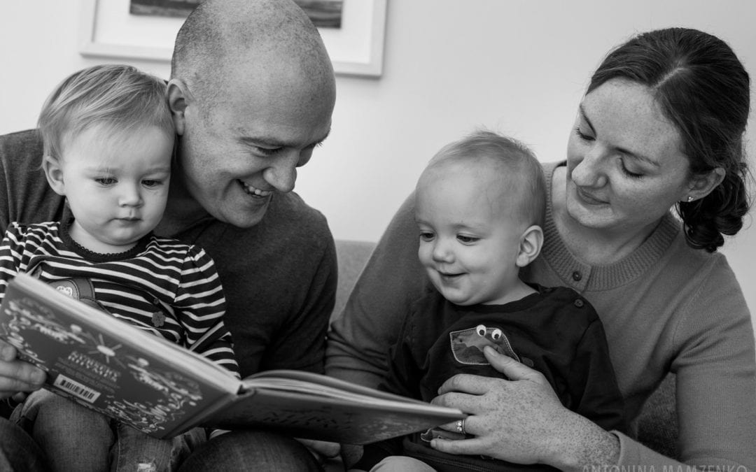 6 Reasons To Include Books Into Your Family Photoshoot