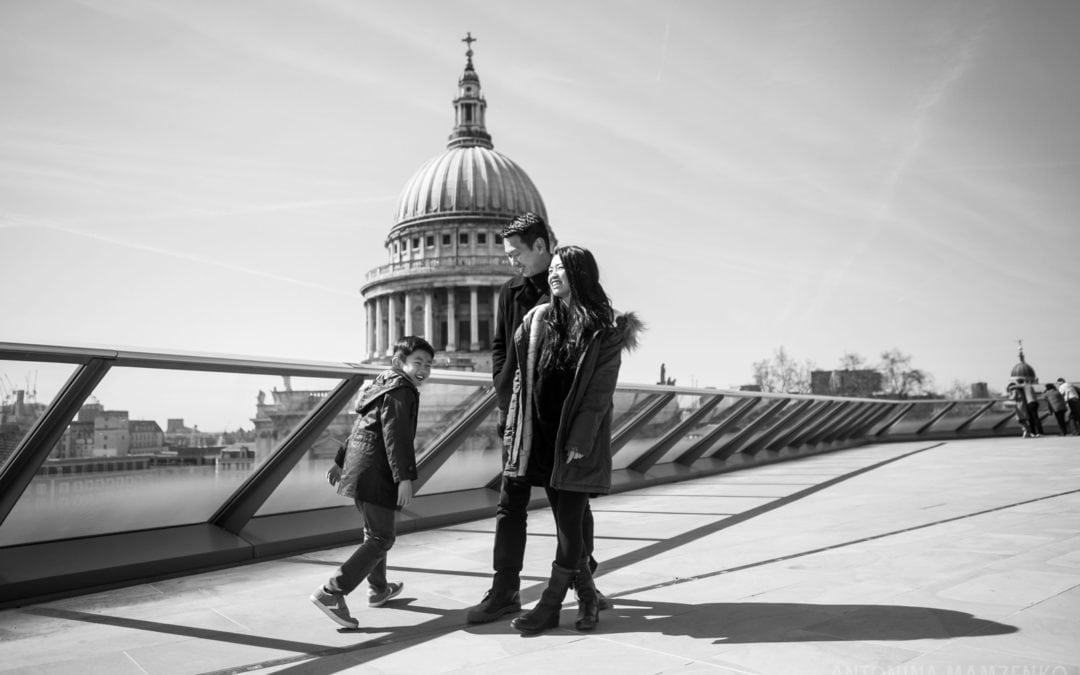 One Frame: Family London Holiday Photos at St Paul's Cathedral
