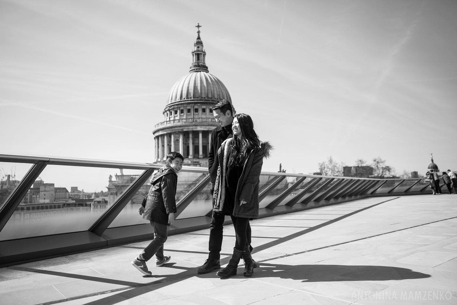 family photoshoot in the City of London with St Paul's Cathedral in the background